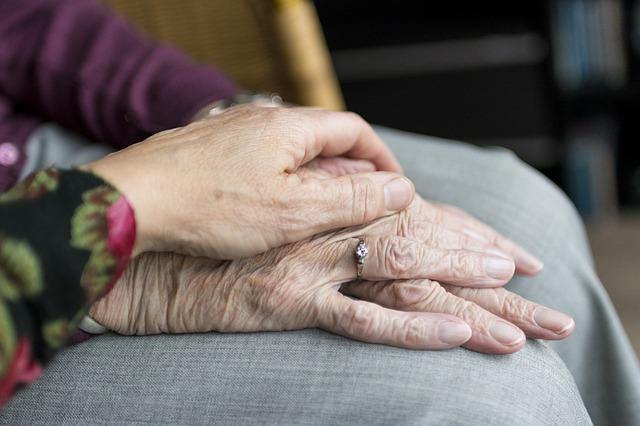 doteky rukou